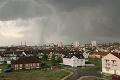 Katastrofické následky ničivej búrky: Českí záchranári sú maximálne vyťažení, hlásia obete na životoch