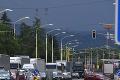 Aktivisti zablokovali cestu medzi Prešovom a Svidníkom: Tvrdý náklad Doležalovi, minister reaguje