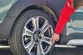 Prečo sú na pneumatikách takéto červené a žlté značky?