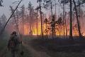 Lesné požiare sužujú Jakutsko: Oheň hasia aj umelým dažďom