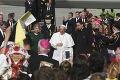 Nečakané gesto pápeža na súkromnom stretnutí v Bratislave: Z toho, čo urobil Svätý Otec, zostali všetci v úžase!