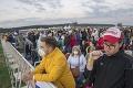 Sektory v Šaštíne sa zapĺňajú: Na mieste sú už desaťtisíce veriacich