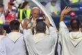 Rehabilitoval pápež Bezáka?! Celebroval na svätej omši spolu so Svätým Otcom