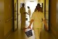 Sestry a pôrodné asistentky tvrdo kritizujú návrh rozpočtu: Nádej na zlepšenie sa rozplýva