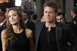 Rok 2007: Brad Pitt a Angelina Jolie na premiére filmu Dannyho trinástka.