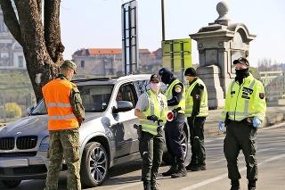 V uliciach bude policajtom pomáhať aj armáda.
