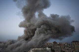 Izrael v nedeľu 18. novembra rozšíril rozsah svojich operácií na palestínskom teritóriu a zaútočil na dve budovy používané Hamasom.