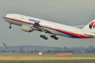 Na archívnej snímke z 26. decembra 2011 Boeing 777-200ER malajzijských aerolínií.