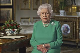 Britská kráľovná Alžbeta II. počas mimoriadneho televízneho prejavu k občanom Veľkej Británie a Spoločenstva národov.