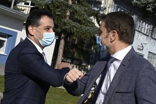 Igor Matovič navštívil s Marekom Krajčím spoločnosť Chirana, kde symbolicky podpísali zmluvu o záväzku spoločnosti vyrábať a dodať 300 pľúcnych ventilátorov pre slovenské nemocnice do 30. júna 2020.