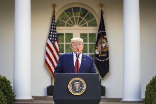 Trump predĺžil obmedzenia do konca apríla.