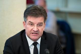 Ministra rozzúrili reči Danka o príchode vojsk.