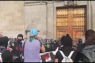 Protestujúca žena sa prerátala: Útok na policajtov vyzeral hrozivo, nedopadol podľa jej predstáv