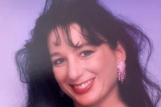 Takto vyzerala  Jo Ann pred zmenou vizáže.