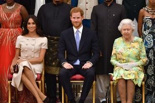 Meghan a Harry dali zbohom kráľovskej rodine. Kráľovná Alžbeta je sklamaná.