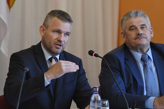 Premiér Peter Pellegrini s ministrom práce Jánom Richterom