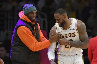 LeBron James (vpravo) a Kobe Bryant (vľavo) boli dobrými priateľmi.