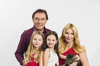 Spevákovi dodávala silu manželka Ivana s dcérkami.