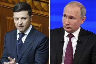 Prezidenti Volodymyr Zelenskyj (vľavo) a Vladimir Putin.