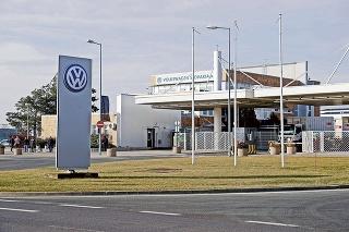 Podľa automobilky sú zamestnanci o zmenách vopred informovaní.