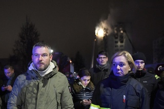 Premiér SR Peter Pellegrini, ministerka vnútra SR Denisa Saková, v strede v pozadí ministerka zdravotníctva SR Andrea Kalavská
