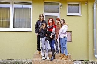 Ingrid s mamou Martou, troma deťmi a psíkom našli dočasné ubytovanie v prešovskom stredoškolskom internáte.