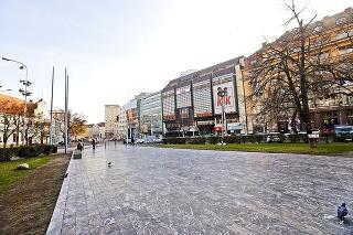 Telo mladého cudzinca našli na Námestí SNP v Bratislave.