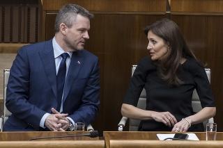 Vľavo nový premiér SR Peter Pellegrini (SMER-SD) a vpravo nová ministerka zdravotníctva SR Andrea Kalavská.