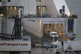 Migrantov objavili v zadnej časti kamióna prepravovaného na trajekte zo severofrancúzskeho prístavu Cherbourg do prístavu Rosslare v Írsku.