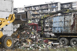 obrazok k videu 14385: Pohľad na zvracanie: Z Luníka IX odvážajú ďalších 740 ton odpadu!