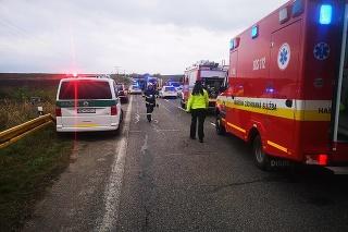 Zrážka autobusu s kamiónom si vyžiadala mnoho obetí.
