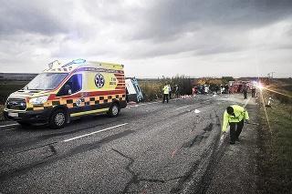 Policajti po nehode označovali brzdné dráhy.