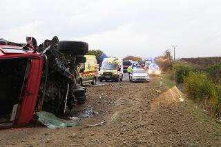Nehoda si vyžiadala niekoľko obetí.