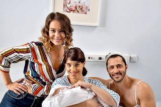 Scenár v seriáli Oteckovia prispôsobili jej tehotenstvu.