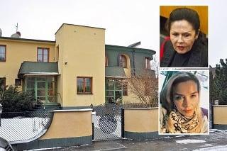 V dome žije vdova Rezešová s dcérou Evou Varholíkovou.