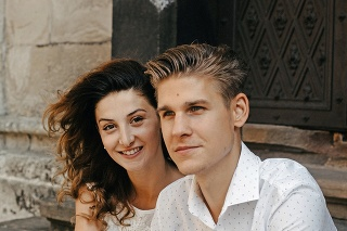 Adam je ženatý s moderátorkinou dcérou Kristínou.