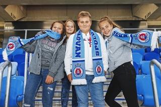 Deti zaplnia štadión doposledného miesta,Slovan už neprijíma ďalšie žiadosti.