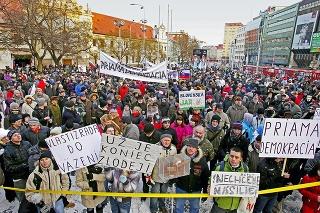 Kauza Gorila vyvolala desaťtisícové protesty.
