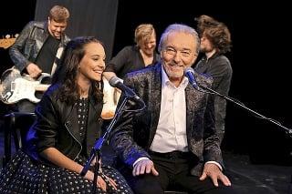 V duete s Charlotte Ellou sa snažil zachytiť emóciu otca k milovanej dcére.