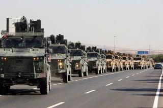 Turecký vojenský konvoj.