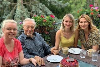 Gott s dcérami Dominikou (vľavo) a Luciou, vpravo manželka Ivana.