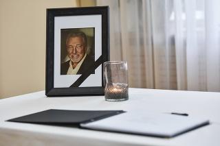V priestoroch Veľvyslanectva Českej republiky v Bratislave bude môcť verejnosť vzdať hold zosnulému Karlovi Gottovi.