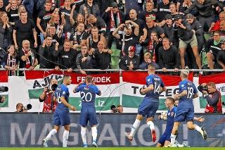 Ku konfliktu o miesto pre vlajky došlo tesne pred úvodným výkopom zápasu.
