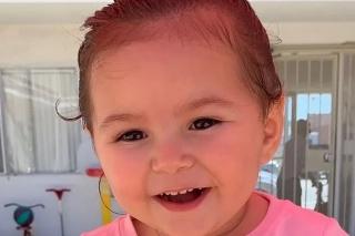 2-ročné dievčatko June Love Agosto.