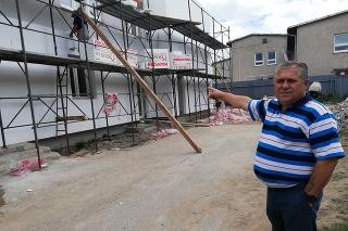 Starosta Richnavy Ivan Dunka tvrdí, že od septembra budú noví žiaci chodiť do školy v prestavaných šatniach futbalistov.