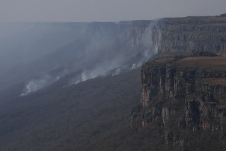 V Bolívii ľahli popolom milióny hektárov lesa.
