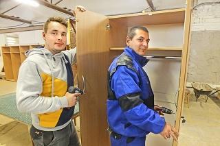 Vladimír a Jozef sú s prácou  v krompašskej dielni  spokojní.