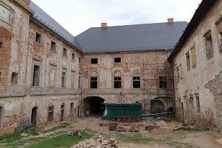 Coburgovský kaštieľ tohto roku opravuje 15 nezamestnaných.