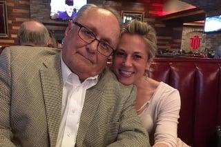 Natalie Coffey Buntingová a jej otec.