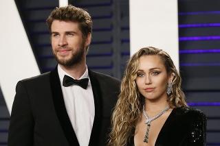 Na červenom koberci sa ukázali aj Liam Hemsworth a Miley Cyrus.